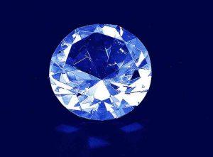 Szklana statuetka diament widok z góry