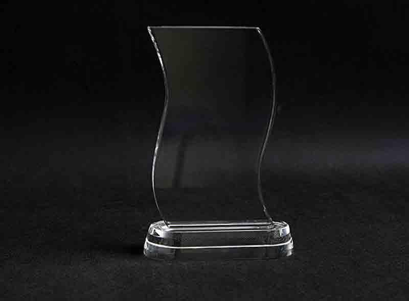 Szklana statuetka eska widok z przodu