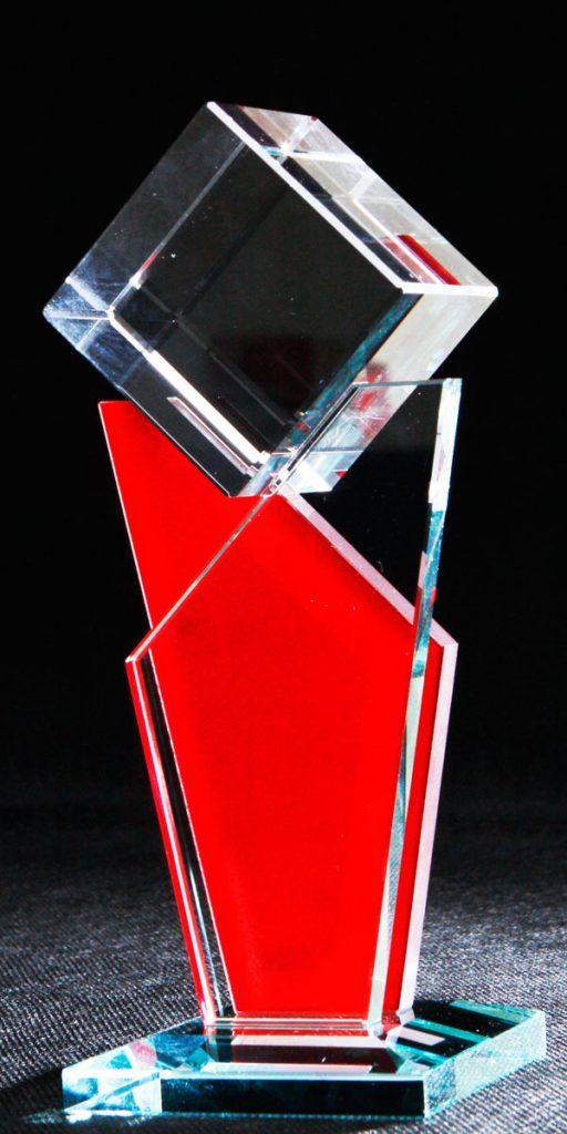 Szklana statuetka na zamówienie - czerwona