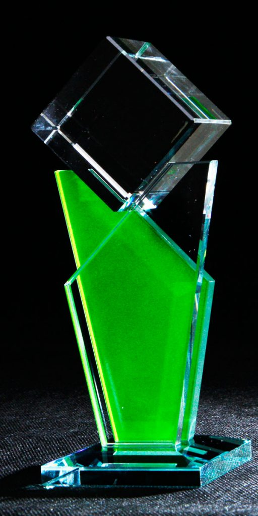 Szklana statuetka na zamówienie - zielona