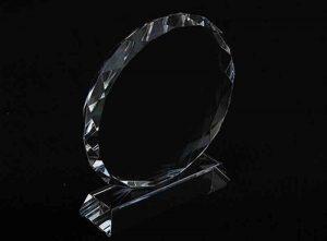 Szklana statuetka ozdobne koło widok z boku