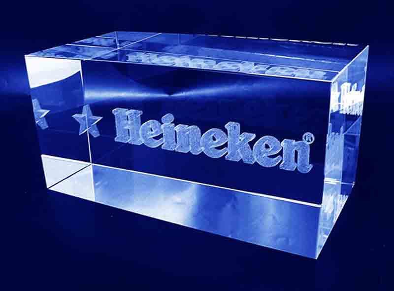 Szklana statuetka prostopadłościan znak firmowy