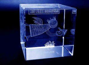Szklana statuetka sześcian pamiątka 14 finał wosp