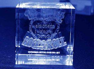 Szklana statuetka sześcian pamiątka 12 finał wosp