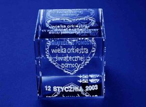 Szklana statuetka sześcian pamiątka imprezy wosp