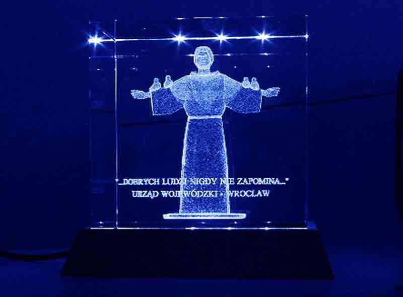 Szklana statuetka sześcian podziękowanie święty Franciszek
