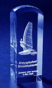 Szklana statuetka z zaokrąglonym końcem pamiątka