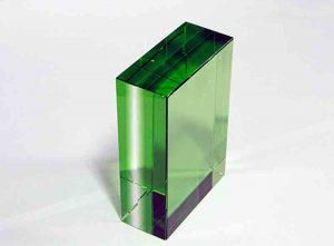 Szklana statuetka zielony prostopadłościan