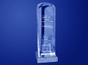 Szklana statuetka 3d pamiątka z aukcji