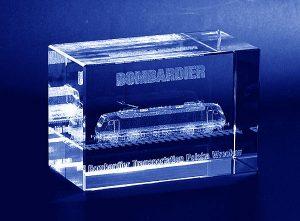 Lokomotywa wygrawerowana w 3d w szklanej firmowej statuetce - perspektywa