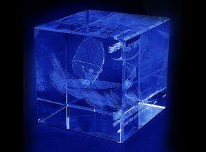 Szklana statuetka nagroda w windsurfingowych zawodach sportowych - widok z tyłu