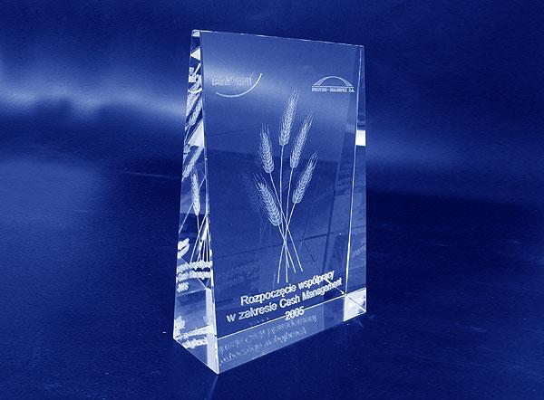 Szklana statuetka pamiątkowa z okazji rozpoczęcia współpracy