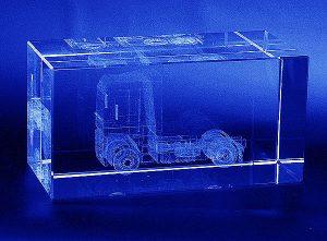Ciągnik siodłowy grawerowanie 3d w szklanej statuetce