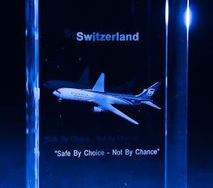 Szklana statuetka pamiątkowa z samolotem grawerowanie 3d