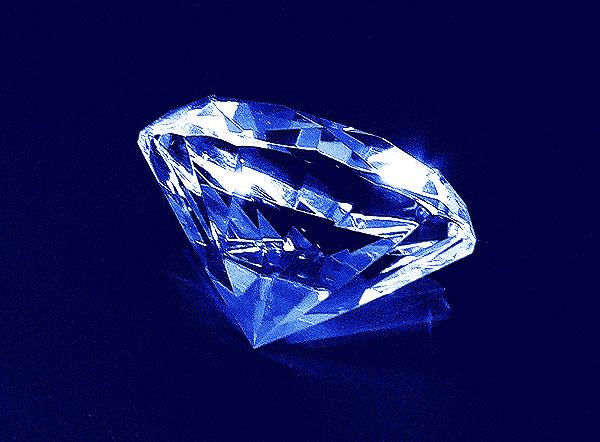 Szklany diament o średnicy 70 mm - widok z boku
