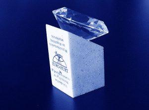 Statuetka diament na podstawce z grawerowaną dedykacja