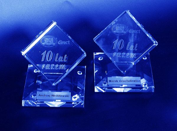 Szklane statuetki na rocznicę 10-lecia firmy