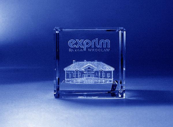 Szklana statuetka z grawerem 3d budynku firmowego