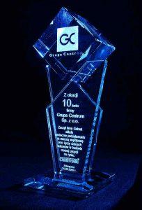 Statuetka szklana z okazji 10-cio lecia