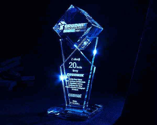Statuetka szklana z okazji rocznicy jubileuszu firmy