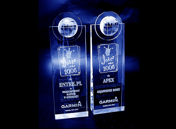 Szklane statuetki nagrody grawerowane w szkle