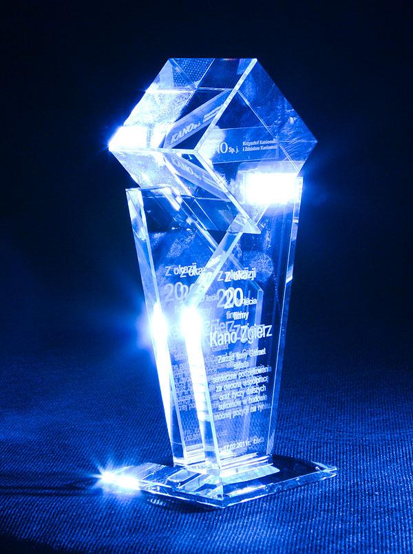 Statuetka szklana z okazji jubileuszu firmowego