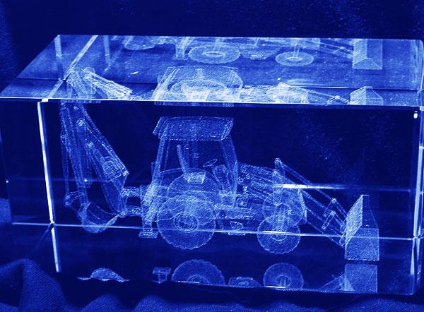 Ładowarko koparka grawerowanie 3d w szklanej statuetce