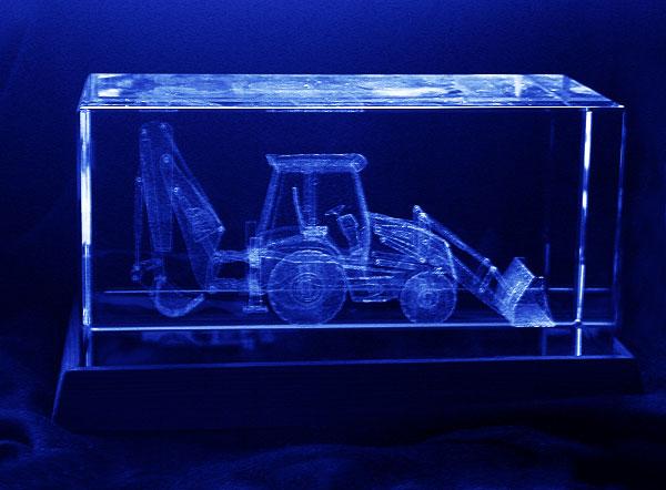Ładowarko koparka grawerowanie 3d w szklanej statuetce widok z przodu