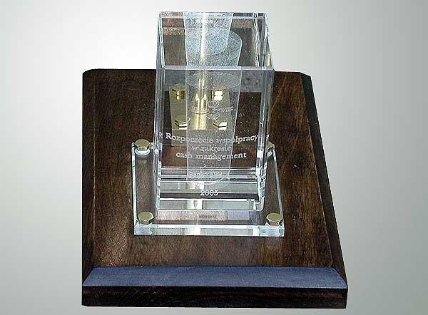 Dedykacja w szklanej statuetce