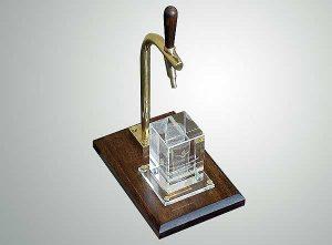 Firmowy prezent z dedykacją statuetka okolicznościowa nalewak