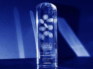 Szklana statuetka złote wyróżnienie na 5-lecie firmy