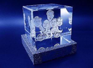 Karykatury pracowników w szklanej statuetce grawerowanie 3d - 01