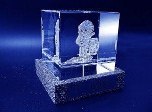 Karykatura w szklanej statuetce grawerowanie 3d - 02