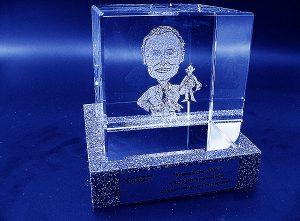 Karykatura w szklanej statuetce grawerowanie 3d - 12