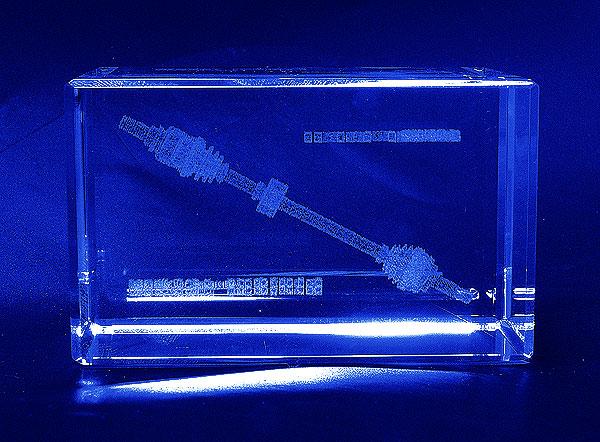 Szklana statuetka pamiątka współpracy - widok z góry