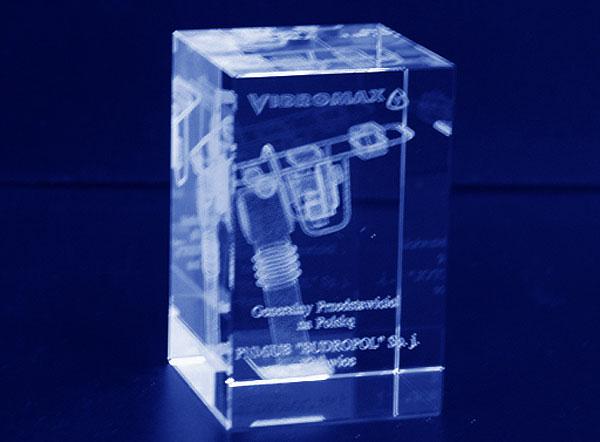 Prezent firmowy szklana statuetka