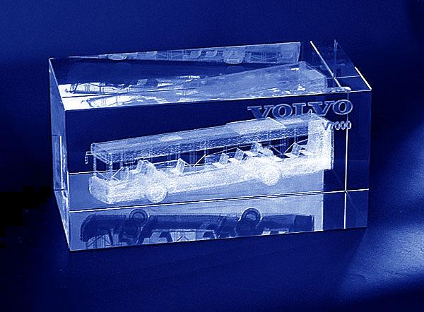 Szklana statuetka pamiątkowa z okazji wprowadzenia nowego modelu autobusu na rynek