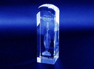 Szklana statuetka prezent firmowy z grawerowanie 3d odkurzacz