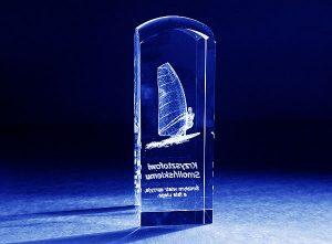 Szklana statuetka nagroda sportowa windsurfing