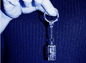 Pamiątkowy szklany brelok do kluczy grawer 3d