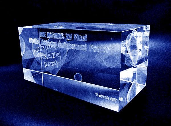 Szklana statuetka pamiątka 15 finał wośp - widok perspektywa