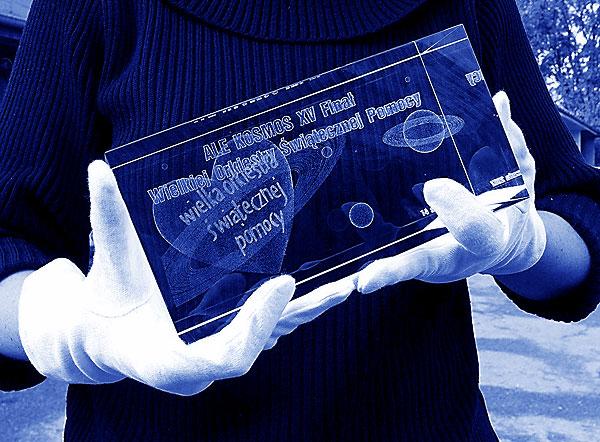 Szklana statuetka pamiątka 15 finał wośp - 100x100x200mm