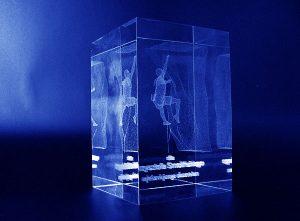 Szklana statuetka wspinaczka - perspektywa