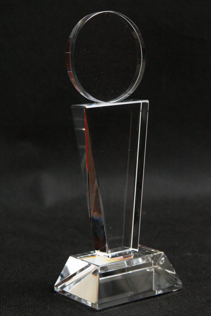Medal szklana statuetka widok z lewej