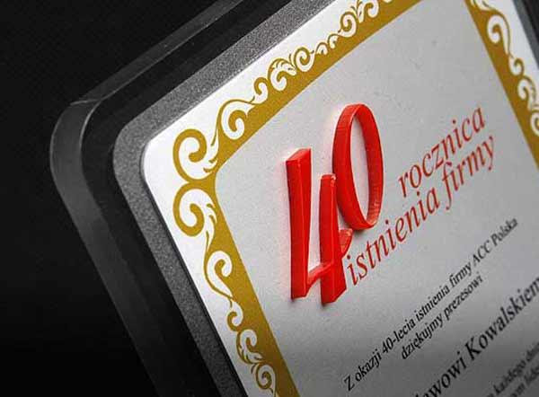 Statuetka podziękowanie dla prezesa z okazji 40-lecia firmy