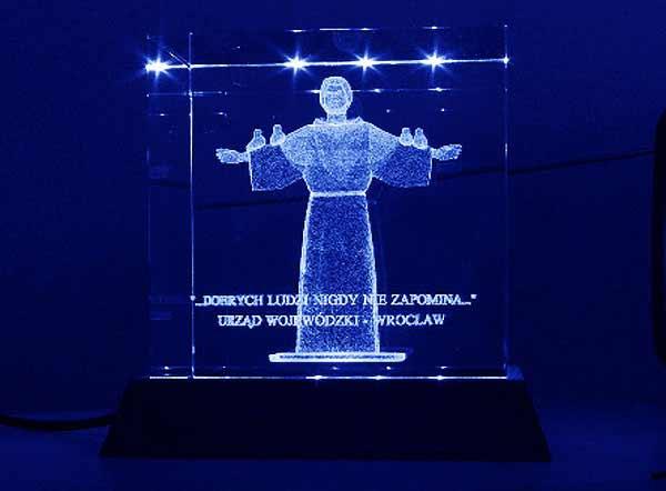 Statuetka podziękowanie dla urzędu wojewódzkiego od hospicjum