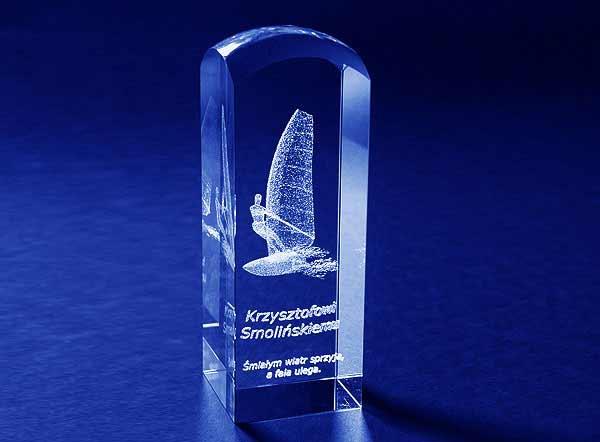 Statuetka podziękowanie dla Krzysztofa Smolińskiego za organizację regat