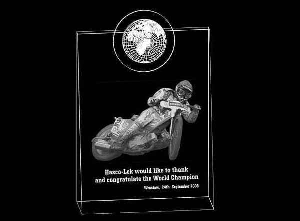 Wizualizacja 3d statuetki nagrody w wyścigach na żużlu