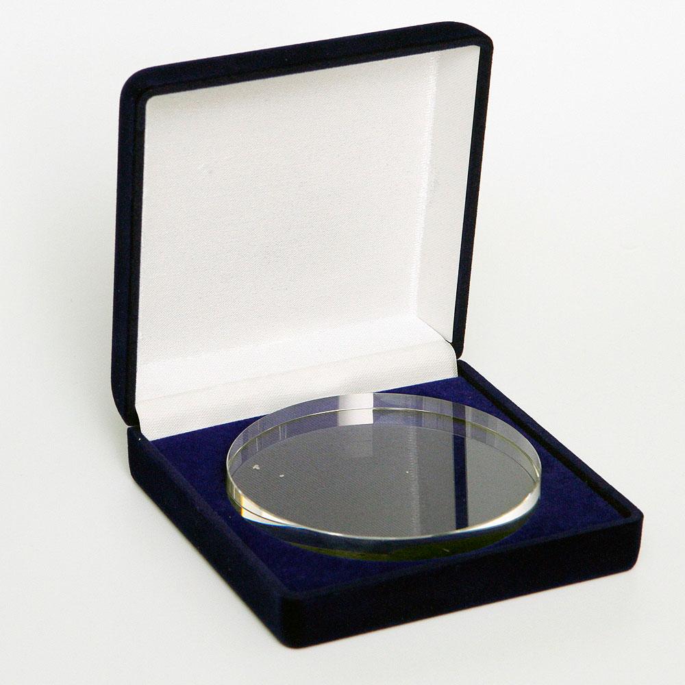 Szklany medal w ozdobnym pudełku